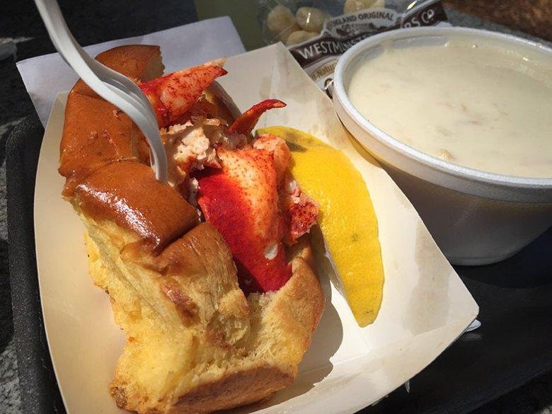 Sanduíche de lagosta típico de Boston