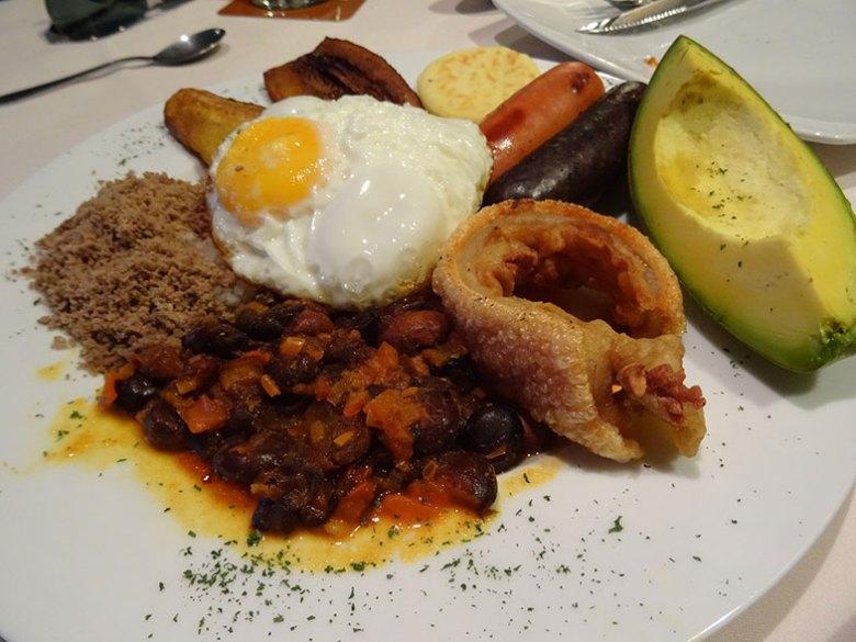 Prato típico colombiano