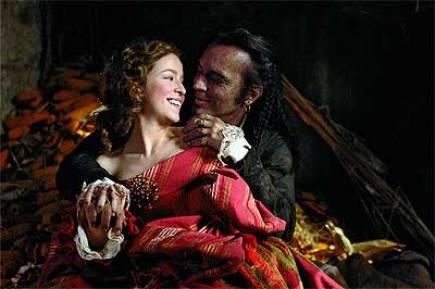 Silvia Abascal y José Coronado en la versión cinematográfica de 'La dama Boba'.