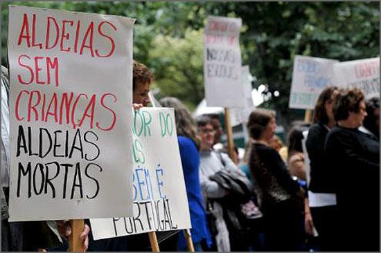 O fecho de escolas gera protestos