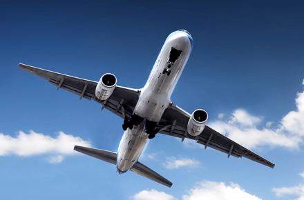 Boeing 757 aterrizando, relajarse durante un vuelo