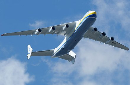 Antonov 225 despegando