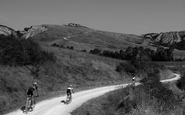 Gravel-Riding-to-Top-of-Hill