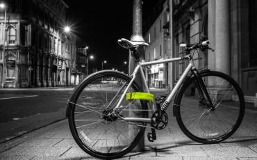 Litelok_lightweight-flexible_bicycle-lock_Boa-Green_night-bike-locked