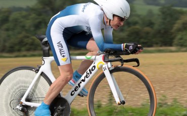 French cycling legend Jeannie Longo rides her bike as she won her fourth consecutive time trial title at the French national championships in the northern French city of Boulogne-sur-Mer, on june23, 2011.  It was 52-year-old Longo's 58th title from all French championships including track and road cycling.   AFP PHOTO DENIS CHARLET