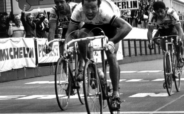 Bernard Hinault wint Parijs-Roubaix voor Roger de Vlaeminck en Francesco Moser, foto Cor Vos ©2001