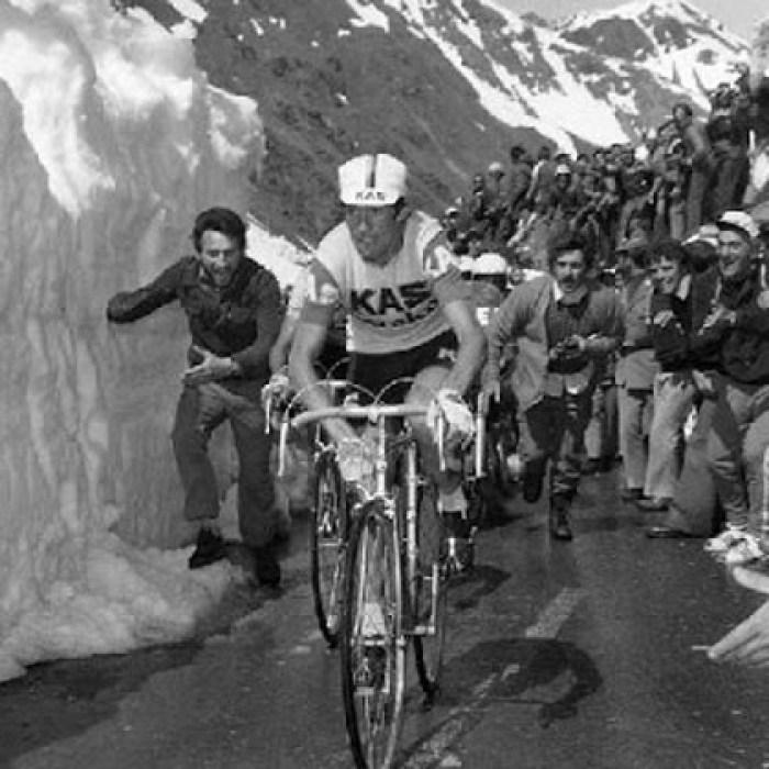 Francisco-Galdos-climbing-passo-dello-Stelvio-1975-giro