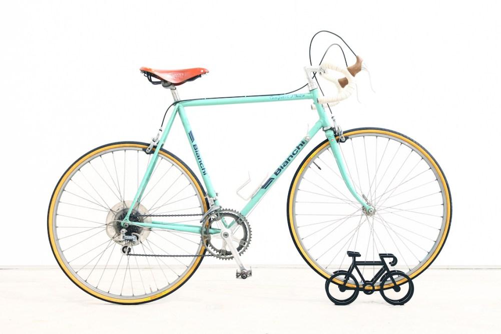 on-bicycle-stand-yuma_kano_urbancycling_4