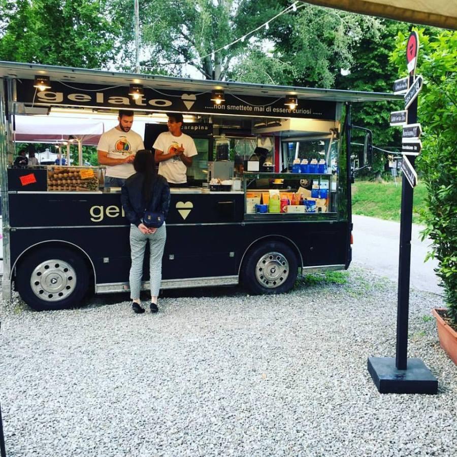 Il food truck Carapina al Lungarno del Tempio