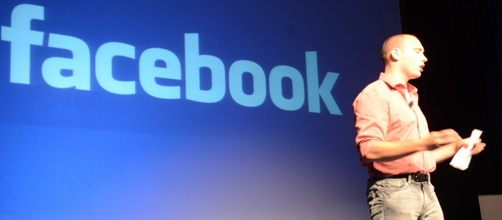 How Job Hunters Should Use Facebook To Find Work
