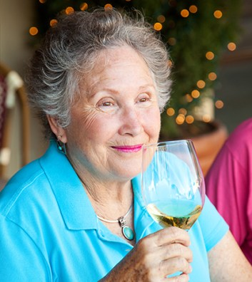 elderly alcohol 353x396 Alcohol Dementia