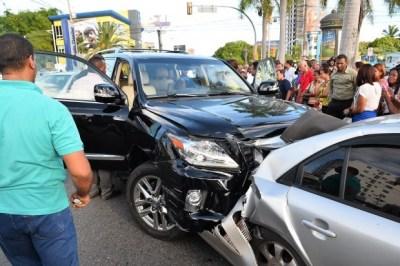 Vehículo accidentado la avenida Jiménez Moya casi esquina Rómulo Betancourt de la Capital. (Romelio Montero) -