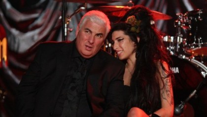 Mitch y Amy Winehouse (Peter Macdiarmid/Getty Images for NARAS)