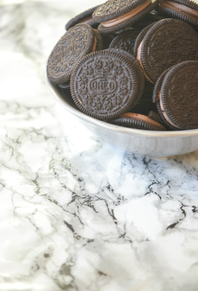 You are not going to believe how easy is to make OREO cookie balls!! | Perfect for the Football season! | carmelapop.com