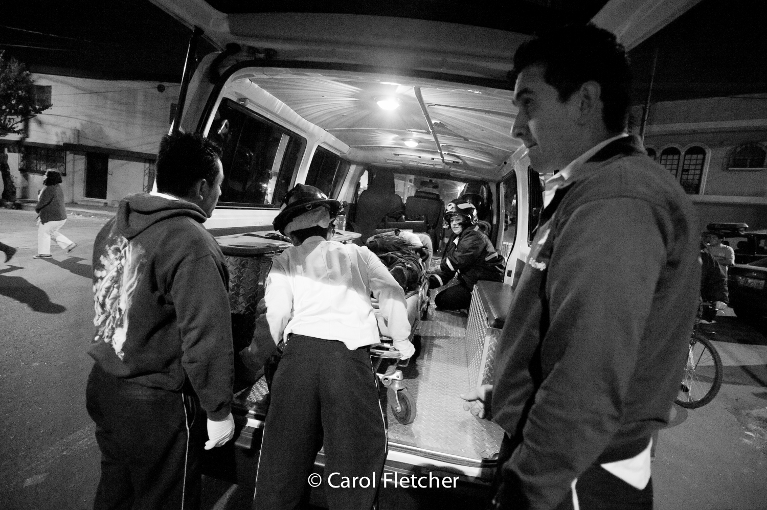 unloading ambulance hospital bomberos voluntarios Guatemala