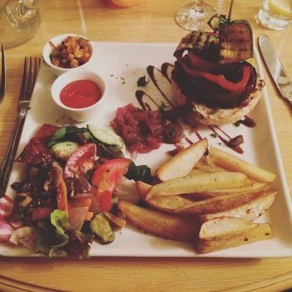 Black_bean_burger_at_the_Lancrigg