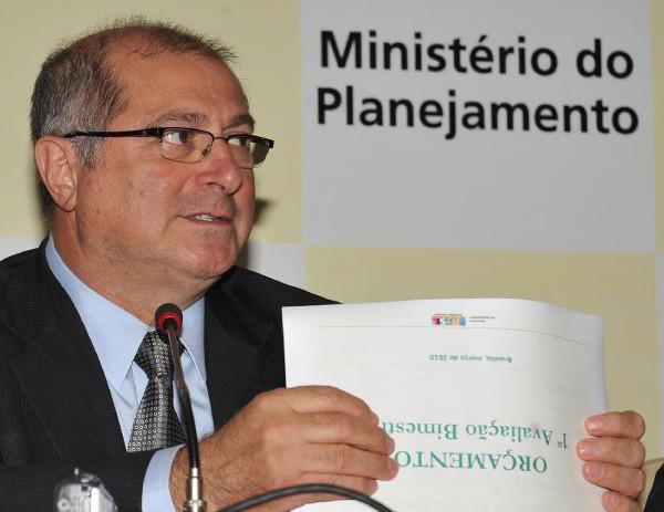 Ministro chamado de 'bom petista' pela revista Veja é preso pela Polícia Federal
