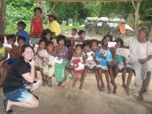 Katrise poses with the children and other Tagbanua community members of Sitio Chindonan who were active audience for the Tagbanua-CiH musical presentation in their area (August 16, 2014)