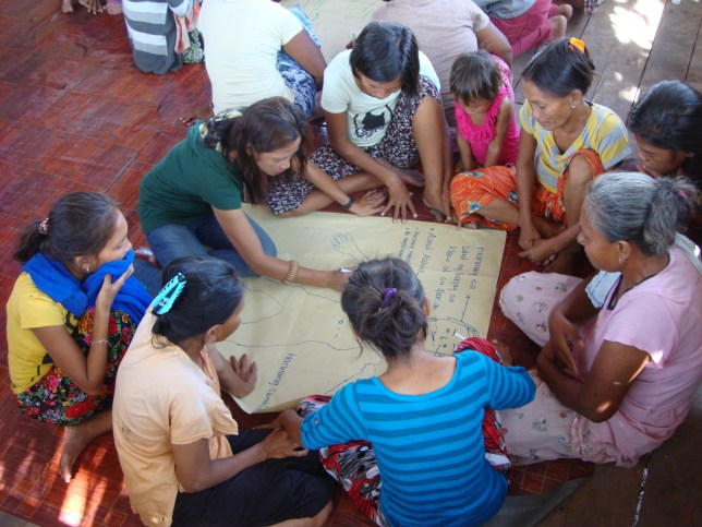 Teacher Relinda guides community members as they share their thoughts on the characteristics of an ideal Bajau student
