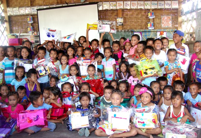 Angiskul ma Bangka learners showing gratitude for the artwork and school kits they received from The Learning Child School students