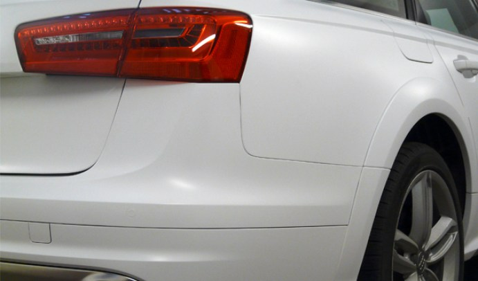 Wrapping su Audi A6 All Road Total covering Oracal 970 Bianco opaco e nero lucido