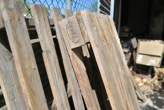 C mo convertir un pu ado de tablas en un mueble 39 vintage for Astillas de madera para jardin