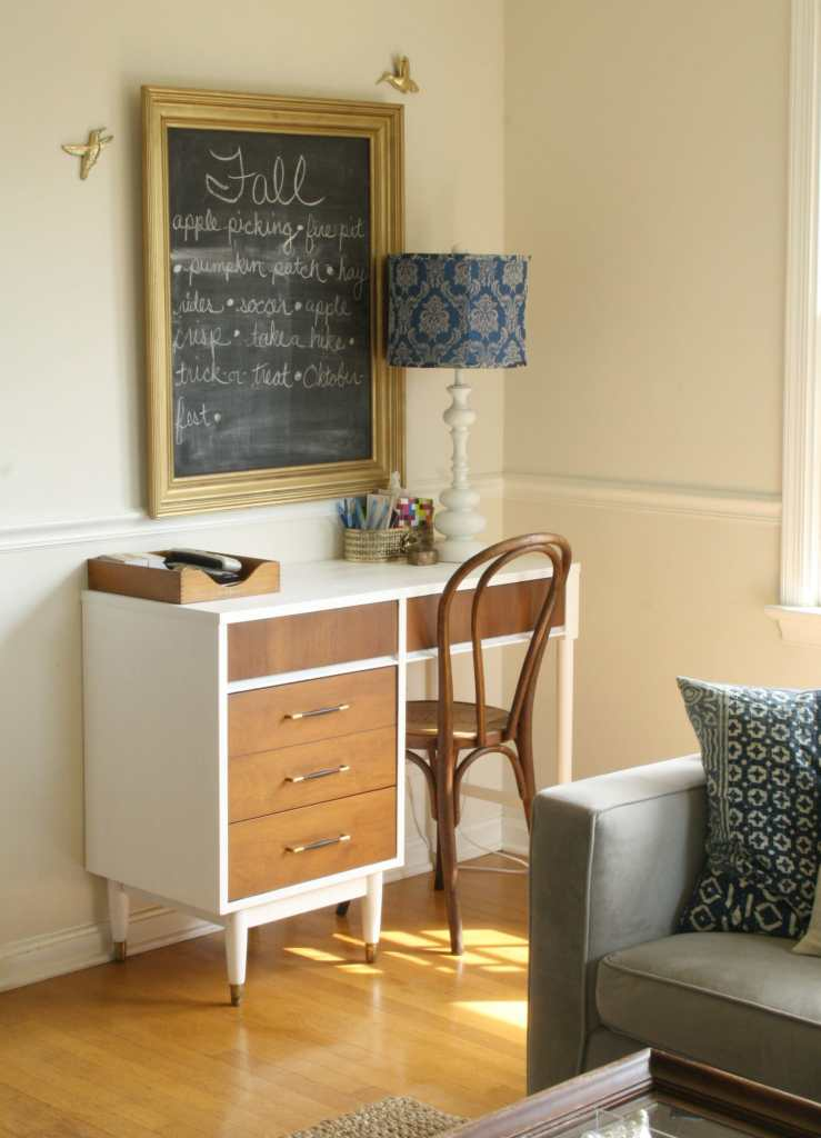 #EclecticallyFall midcentury desk nook with fall chalkboard