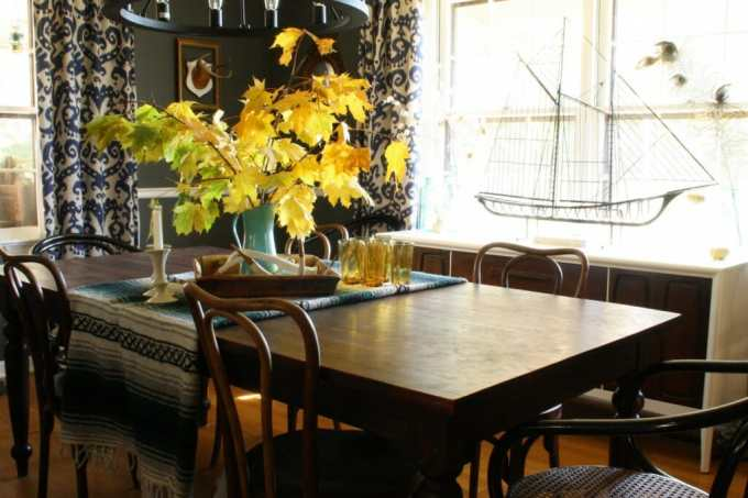 thanksgiving decorated dining room