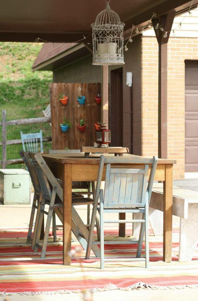 Spring porch dining