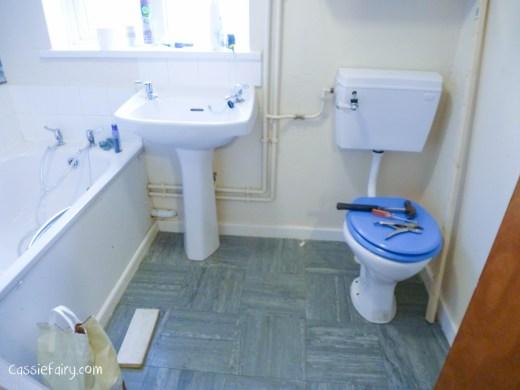 Bathroom Design DIY Flooring Using Recycled Wood