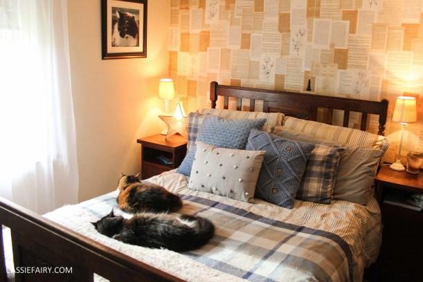 winter interior design - cosy autumn bedroom styling idea inspiration festive