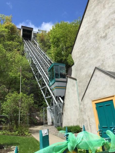 Funiculaire du Vieux-Québec scaling the hill