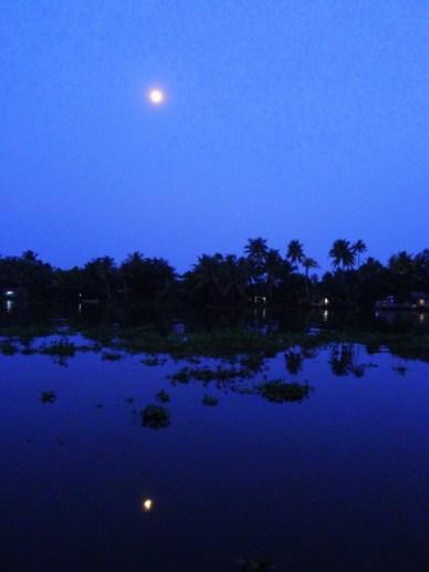 backwaters do kerala lua