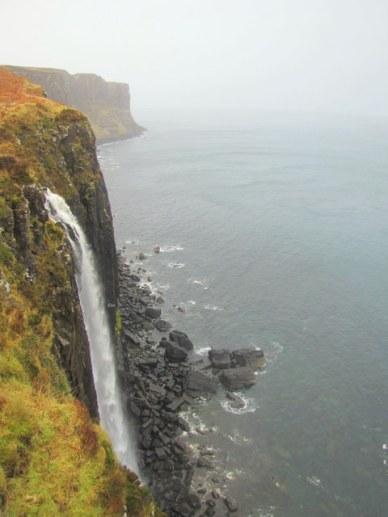 cachoeira e mar