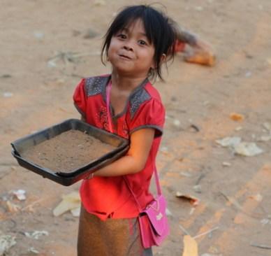 criança cambojana