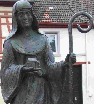 detail of a statue of Saint Lioba; date and artist unknown; Schornsheim, Germany; photographed on 28 September 2007 by Kandschwar; swiped from Wikimedia Commons