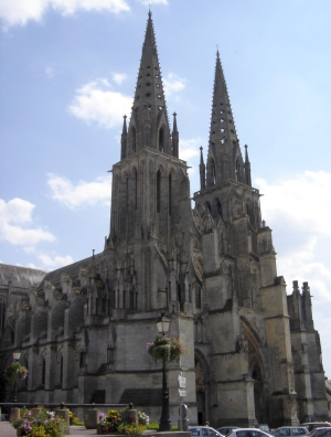 Cathédrale Notre-Dame de Sées; photograph by Gérard Janot; swiped from Wikimedia Commons