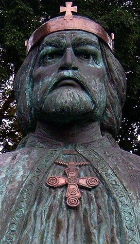 detail of a statue of Saint Ladislaus I of Hungary; by Laszlo Schwalm in 1995; garden of the Bishop's Palace, Székesfehérvár, Hungary; photographed in August 2005 by Arpad Horvath; swiped from Wikimedia Commons; click for source image