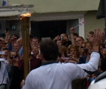 Olympic flame passing through Buckingham
