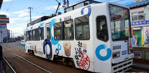 Di Jepang ternyata ada juga yang namanya tram. Yang seperti ini bisa ditemui di Hakodate, Hokkaido.