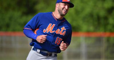 Tim Tebow comes to fan's aid in medical emergency - CBS News
