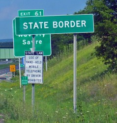 State_border_sign_on_NY_17