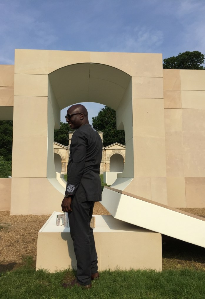 Kunlé Adeyemi (NLÉ) in front of his Summer House. Image credit: Robert Urquhart.