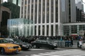 iPad 2 Launch – Fifth Avenue Apple Store - Image 7 of 40
