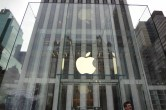 Live from 5th Ave Apple Store unveiling - Image 6 of 47