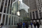 Live from 5th Ave Apple Store unveiling - Image 14 of 47