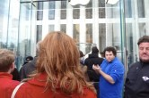 Live from 5th Ave Apple Store unveiling - Image 30 of 47