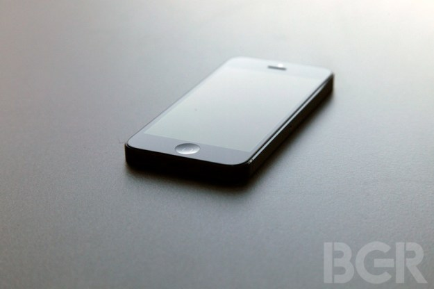 iPhone 5S Leaked Pictures Fingerprint Scanner