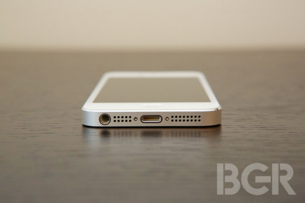 an analysis of the two reviews of the iphone 5 Thus it's not too surprising that, from a distance, the iphone 5 resembles the  previous two iphone models we'll get into material differences.