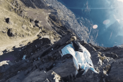 Video Amazing Wingsuit High Five